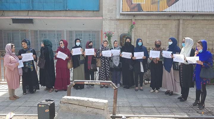 Afganistan'da kadınlar hakları için mücadele ediyor: Kadınların olmadığı toplum ölü bir toplumdur