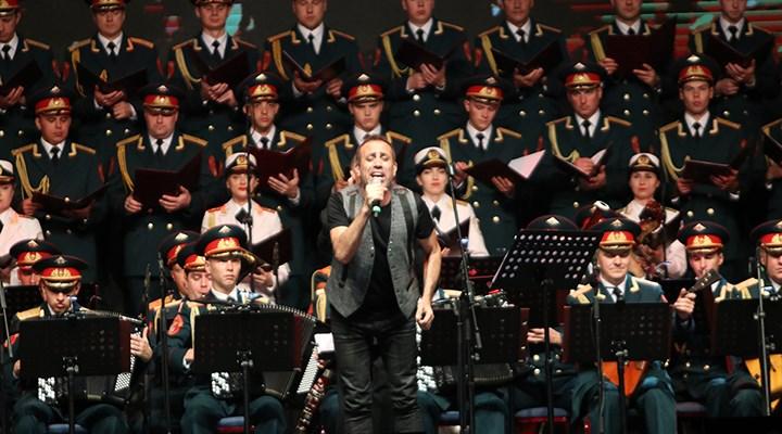 Haluk Levent ve Kızılordu Korosu, Mersin'de Cumhuriyet marşlarını seslendirdi