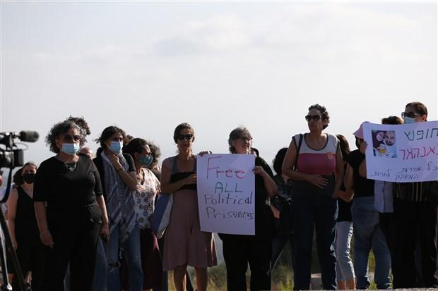 israil-de-filistinli-kadin-tutuklularin-serbest-birakilmasi-icin-cezaevi-onunde-eylem-yapildi-915801-1.