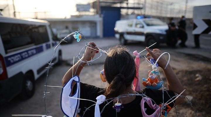 İsrail'de Filistinli kadın tutukluların serbest bırakılması için cezaevi önünde eylem yapıldı