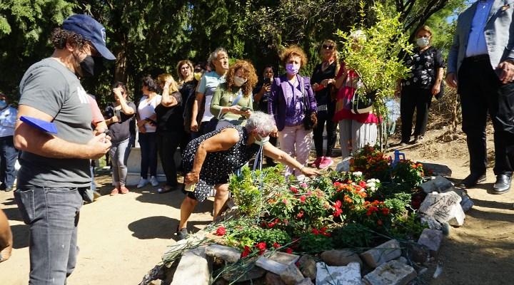Usta sanatçı Tuncel Kurtiz, mezarı başında anıldı